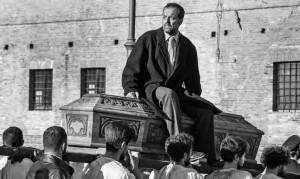 """Mario Perrotta in """"Bassa Continua"""" (foto: Luigi Burroni)."""