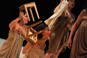 """À mon âge, je me cache encore pour fumer"" di Rayhana, regia di Fabian Chappuis, al Festival d'Avignon."
