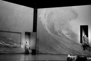 """""""Der Sturm"""", regia di Stefan Pucher (foto: Arno Declair)"""