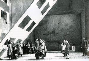 Quer pasticciaccio..., scene di M. Palli, regia L. Ronconi.