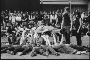 Una scena di Antigone, del Living Theatre.