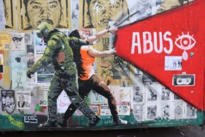 Santiago del Cile, murales in Plaza de la dignitad